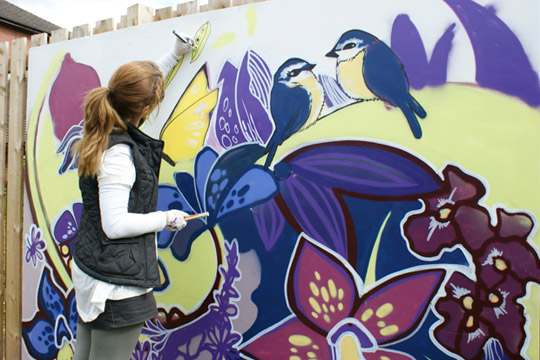Pub Scrawl artist Faunagraphic working with children from The Children's Hospital